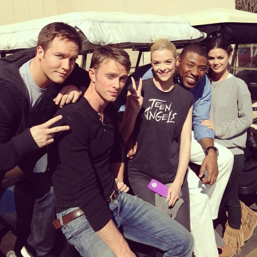 The cast of #hartofdixie loves you. Chillin' on the golf carts like whaaat! @skittishkid @scottporter @wilsonbethel @1lovecress