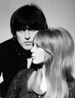 indicio:  Robert Freeman- Pattie Boyd and George Harrison, 1966    January 1966 - Just before the wedding.