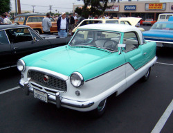rockabillyhitsandhousewifeshit:  lady-petrol-head:  Nash Metropolitan.   Dream!
