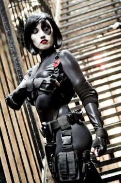 roxannameta:  krislee1557:  Domino Cosplay by kris lee, photo by Ron gejon photography. www.facebook.com/jkcosplay  Flawless Domino.