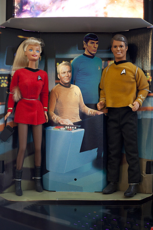jellyjjam:  Another flea market find: Star Trek Lieutenant Barbie & Commander Ken.
