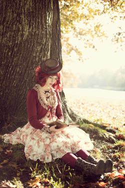 steampunksteampunk:  A Moment to Read by *ImperialFiddlesticks