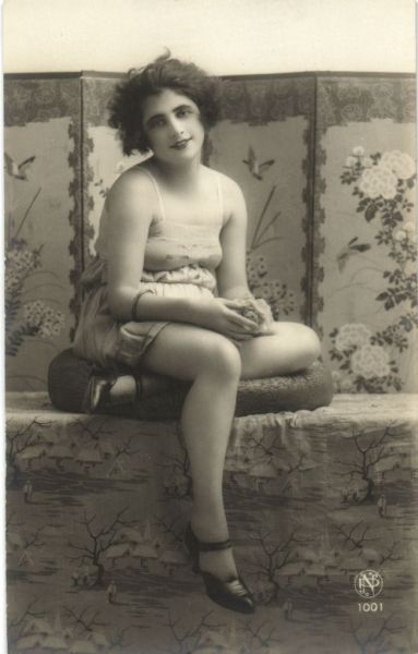 Adorable 1920s Saucy Postcard  (and that's it for me for today. good night! xo xo )