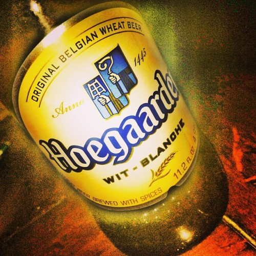 Late Night Hoe-Stroll #occupyabarstool #happyhour #lushlife #beer #hoegaarden #belgianwheatbeer