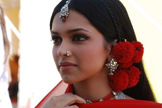 "SAATH CHALOGI? — Deepika Padukone as Shantipriya in ""Om ..."