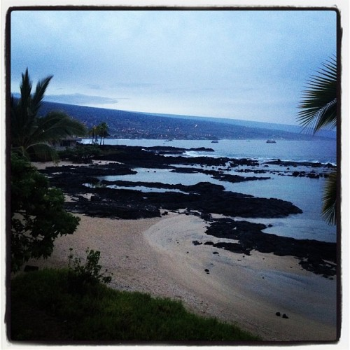 Good morning Kona - here's to the start of another beautiful day! Love the mornings after the rain… Ahhhhh. #hawaii #kona #bigisland #travel #keikiponds #sunrise #ocean  (at Keiki Ponds)