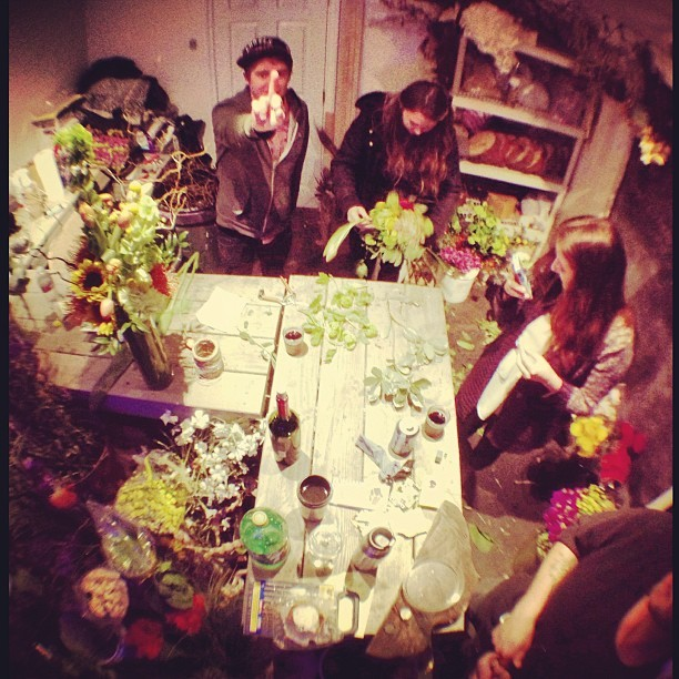 #flowerpower with @malorrrrrie, @arrknee, & @letstalkpoop. #latenightz #craft #btc