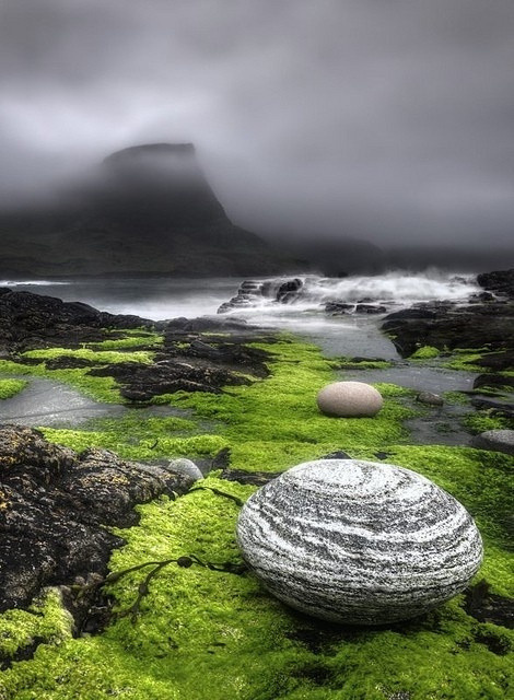 mysticjones:  Isle of Skye, Scotland by MaddyCow