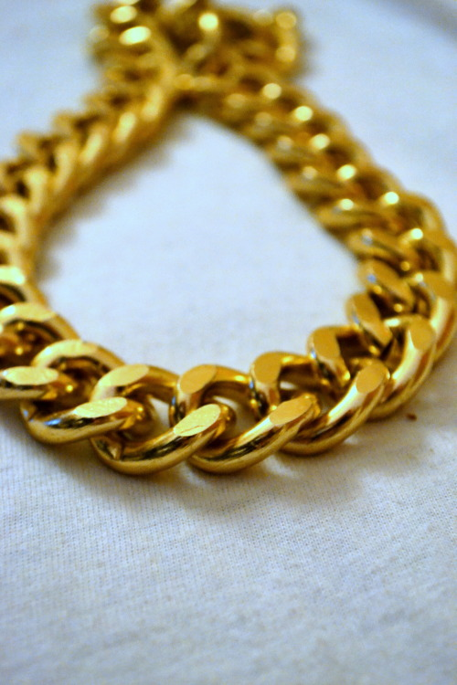 chella-pus:  My pretty gold chain