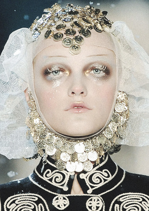 romanticnaturalism:  Frosted Russian princess Vlada Roslyakova at John Galliano Fall 2009