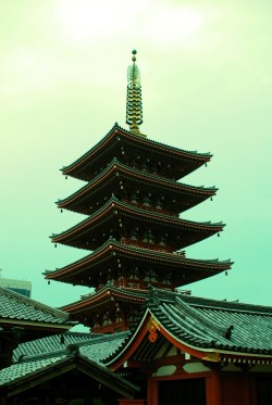 ethertune:  Asakusa Temple (By andersdenkend)