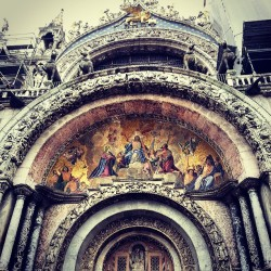 Saw this crazy ass basilica church made out of gold inside. #church #gold #Jesus #jesushadswag #architecture #venice #dang