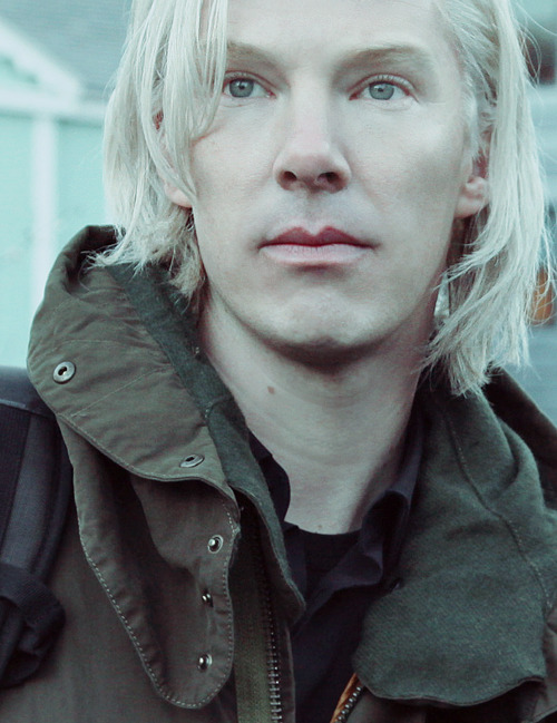 chancemaycrown:  anndes:  I was wrong, he is beautiful as blonde.  amazing what you can do with a little photoshopping… i still dislike that wig……
