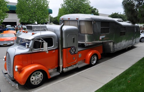 t-s-k-b:  Just a Car Guy - Most impressive hot rod truck and trailer I've seen in a while, the Elwoods Garage Spartan Custom Mansion and 1938 Ford COE