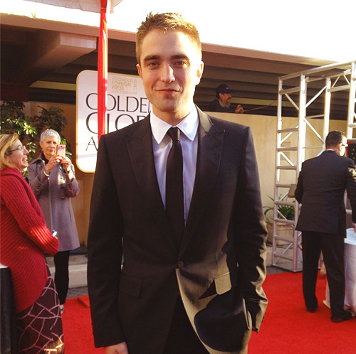Robert Pattinson at the 70th Annual Golden Globes Awards. (x)