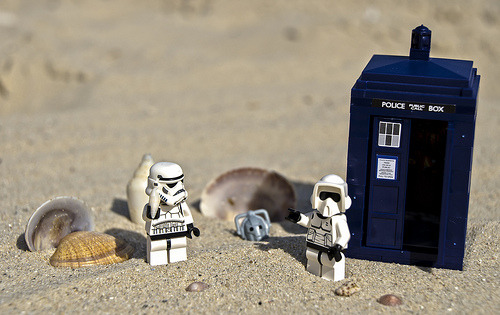 Time for another Trooper Adventures - The day at the beach #trooper #stormtrooper #doctorwho #tardis  Flickr: http://flic.kr/p/dNV6nk