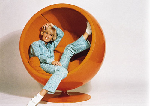 peachesvanderbilt:  Eero Aarnio's ball chair in orange