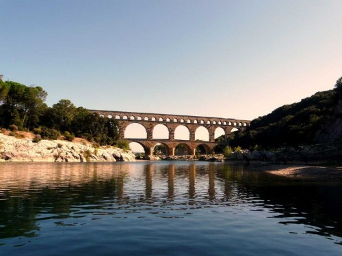 (via Pont du gard, a photo from Languedoc-Roussillon, South | TrekEarth) Vers-Pont-du-Gard, Languedoc-Roussillon, France