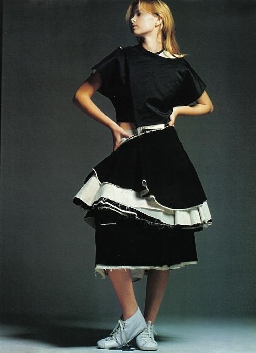 hfgl:  model wearing Comme des Garçons. By David Sims, 1998