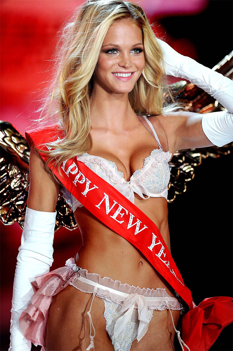 visualvixen:  Erin Heatherton