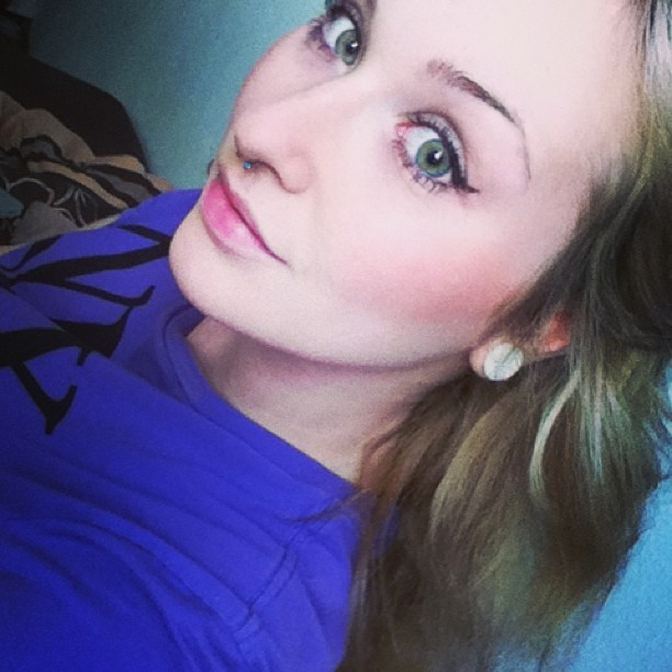 #self #girl #bed #green #eyes #blonde #septum #plug #nixon #purple #study ☺