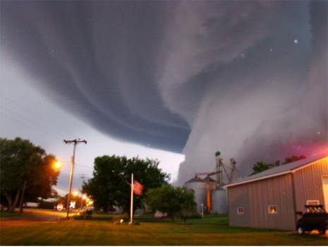 sugatron:  Tornadoes are dangerous and yet so beautiful