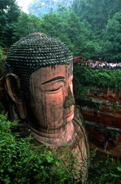 uncommonjones:  Sculpted Buddhas at the Leshan Rock, China. by Eduardo Rubio
