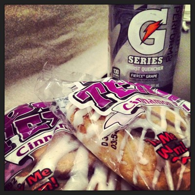 my addiction .. #gatoradefiercegrape #bigtexascinnamonroll