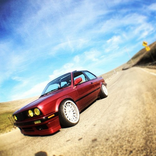PINK LEMONADE. #stanceworks #e30 #bmw #euro #oem+ #style32 #white #325is #hellaflush #stance #eastbay #sf #ca #livermore #pattersonpass #twisties #rubbin #stancenation #canibeat @bavarianstance
