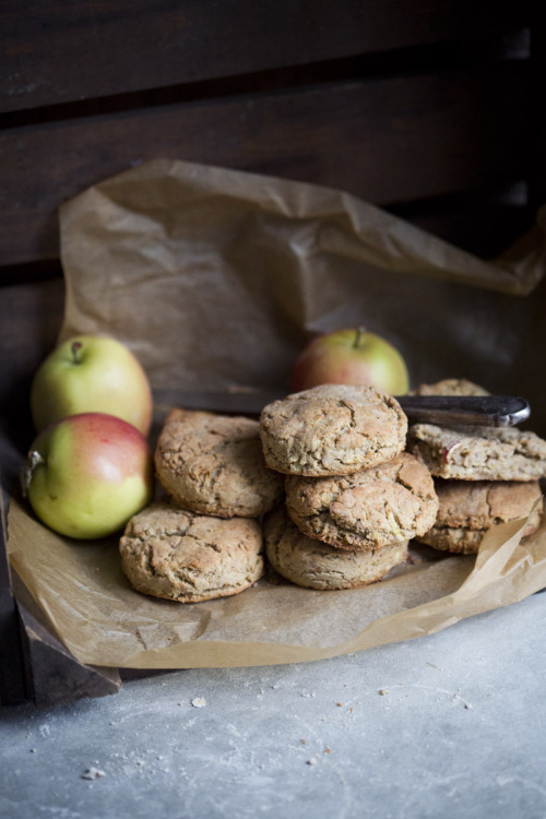 veganrecipecollection:  (via Green Kitchen Stories » Apple & Oat Biscuits – Vegan & GF)