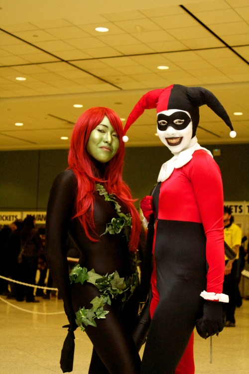photofilmfreak:  Harley and Ivy.  Great shot of me an' Red from Toronto ComiCon! Thanks for the photo! :D Check us out on Facebook https://www.facebook.com/TOHarleyQuinnhttps://www.facebook.com/pages/Toronto-Poison-Ivy/516213578395008 Or Twitter https://twitter.com/TOHarleyQuinnhttps://twitter.com/TOPoisonIvy