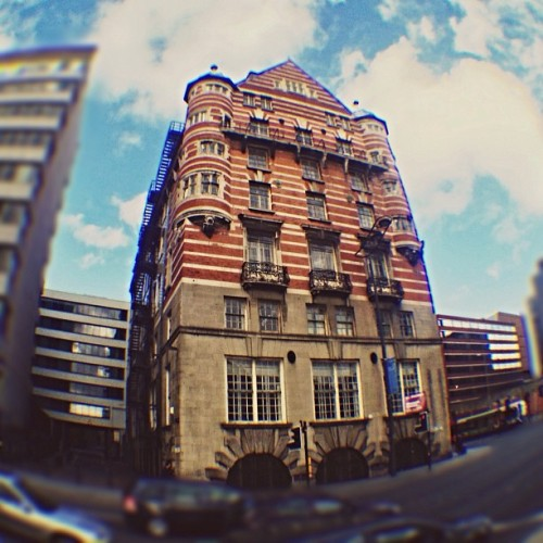 #heavy #building ! #fisheyelens  (presso Liverpool)