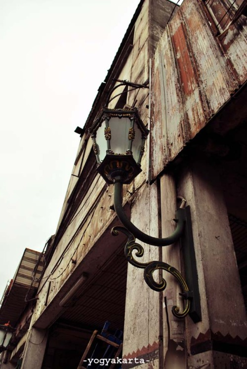 the lamp -malioboro lamp. yogyakarta, Indonesia #indonesia #jogja #photo #street art