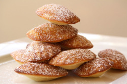 foodopia:  madeleines, cakey french cookies: recipe here