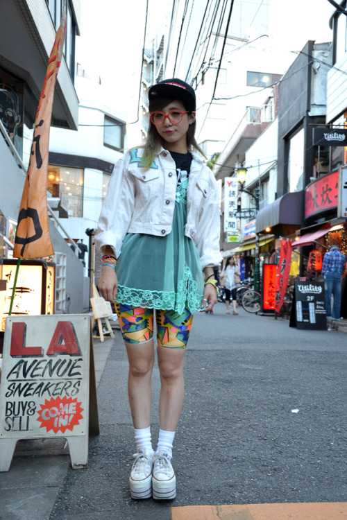 panama-girl:  Area: Harajuku, Tokyo Name: manitas Age: 20 Occupation: PIN NAP Jacket: LA GEAR (PIN NAP) Top: Used (KINSELLA) Shoes: CONVERSE Cap: Supreme