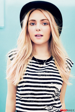"sassandseduce:  rilassar-si:  broadway-couture:  Annasophia Robb is so perf 👌  i will always see her as the girl from ""because of winn dixie""   Omg bridge to terrabithia"