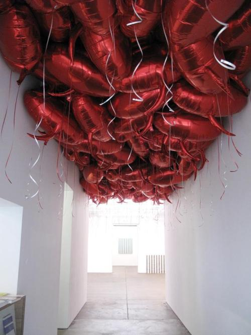 museumuesum:  Philippe Parreno Speech Bubbles,1997-2000  mylar balloons, helium, installation dimensions variable