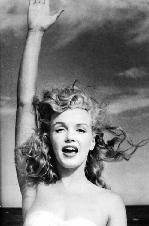 Marilyn Monroe by André de Dienes. Tobey Beach, 1949.