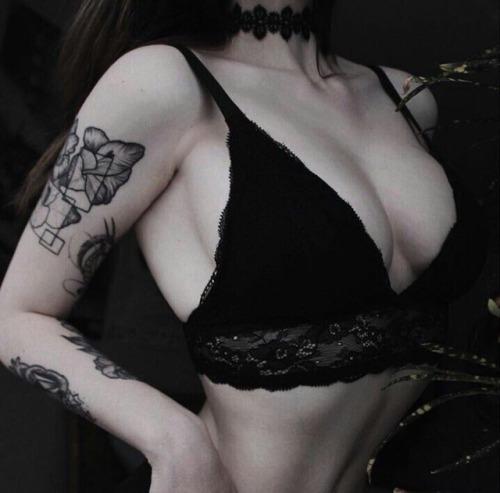 tattoos tattoo dark dark grunge dark aestheitc grungie grunge aesthetic alternative hipster indie hippie fashion girly glam lace fllowers love pale pastel pale goth goth pastel goth darkness dark aesthetics vintage vibes nature tatted