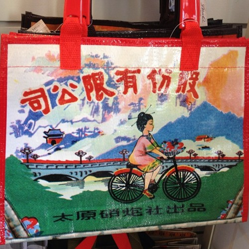 Omg this #vintage #lunchbox #bag is so #GORG #fashion #accessories #asian #cute #beautiful #today #love
