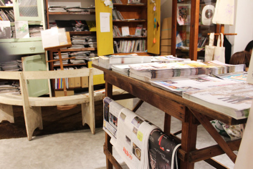 Polkaros blogs about Only Free Paper, a Tokyo shop full of free postcards, leaflets and zines!