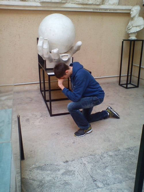 Tebowing in the museo della civiltà romana
