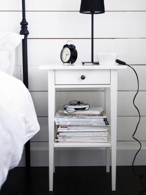 Hemnes bedside table by Ikea (via skonahem)
