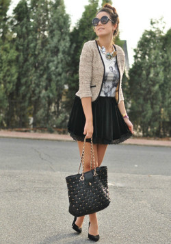 must-have-outfits:  SuiteBlanco blazer/skirt/bag Lefties  necklace Oppure shirt Primark heels ZeroUV shades