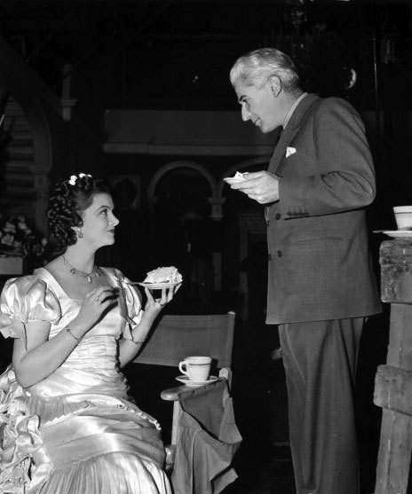 fuckyesoldhollywood:  Myrna Loy and director John M. Stahl on the set