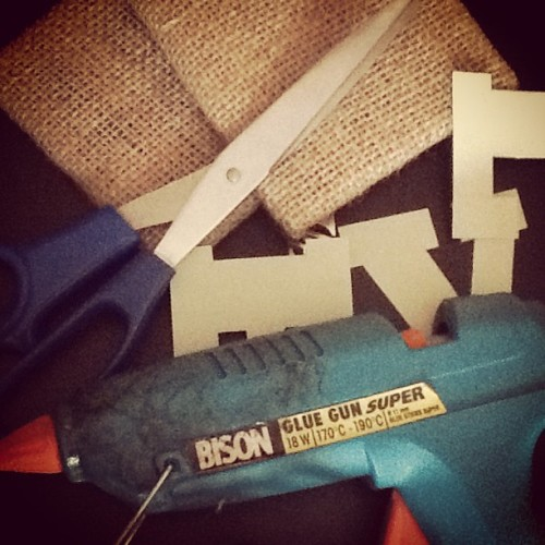 Oggi così #me#craft#diy#handmade#gluegun#scissors#letters#picoftheday#photooftheday#instagram#instapad#instafashion#holyday#art#easy#fashion#homesweethome# (presso www.allaroundkaarl.com)