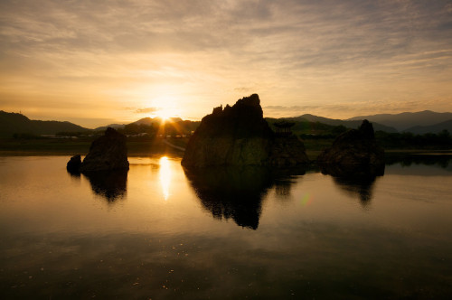 rjkoehler:  The sun rises over Danyang's Dodam Sambong Rocks.
