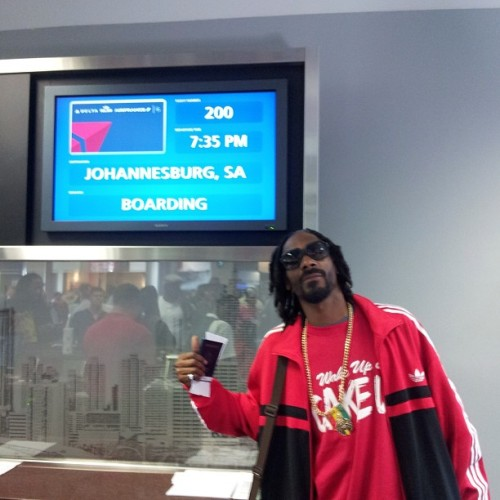 snoopdogg:  wat up s Africa !! Sendn love to my fans - roll to my shows may 18, 19 n 21st !!!  You is welcome