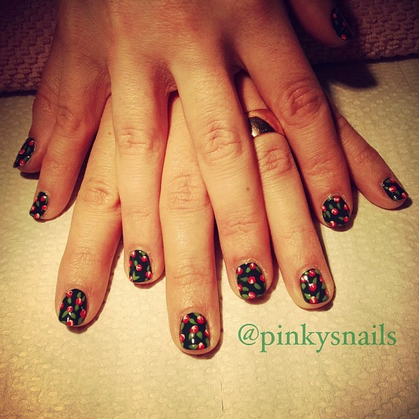 90s all over floral print by @lauren_e_jones (at Pinky's Nails)