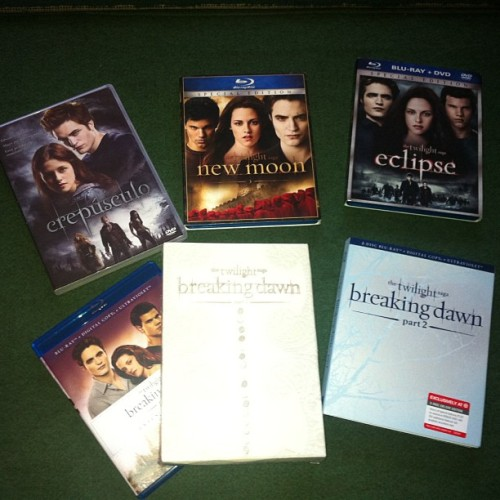 It's a little bit late… But finally my complete collection #twilight #thetwilightsaga #twilightsaga #newmoon #eclipse #breakingdawnpartone #breakingdawnparttwo #breakingdawn #perfect #flawless #kristen #Kristenstewart #Stewart #Robert #pattinson #robertpattinson #ROBSTEN #robstenisunbroken #flawless #bellacullen #BellaSwan #swan #Bella #Edward #Cullen #EdwardCullen #forks